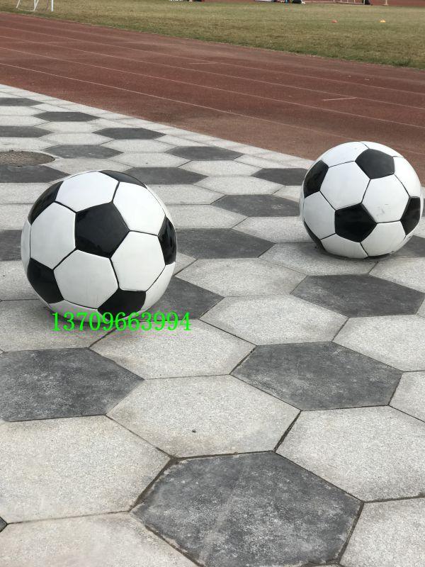 佛山名图玻璃钢足球造型雕塑厂家