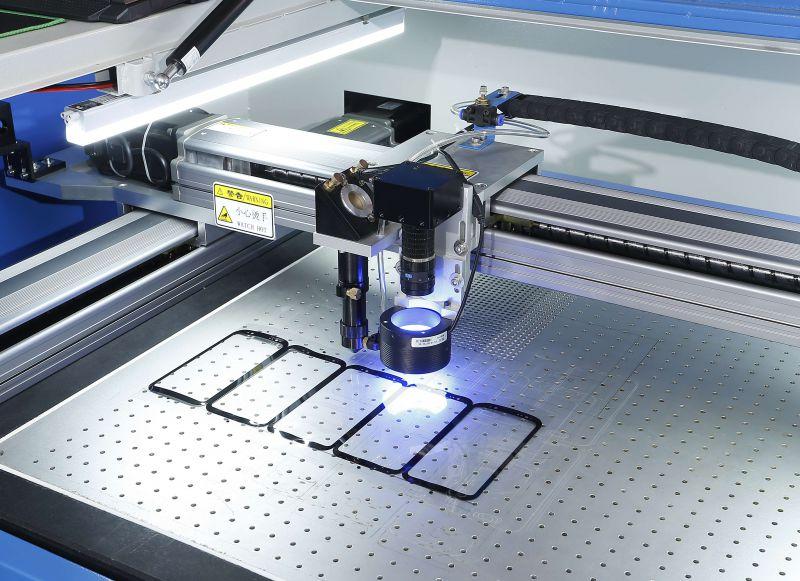 UV转印电镀PET防爆膜激光切割机