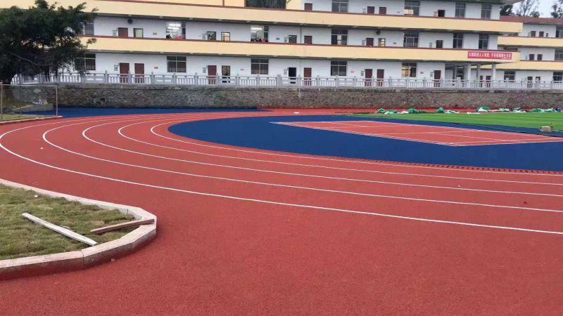 完工后的学校体育场效果
