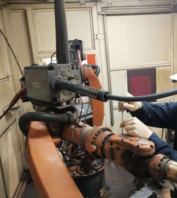 库卡KUKA机器人KR-5-2-ARC-HW-(HOLLOW-WRIST)漏油保养