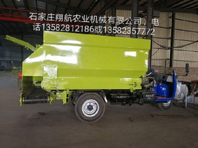 供应5方撒料车---石家庄翔航农业机械