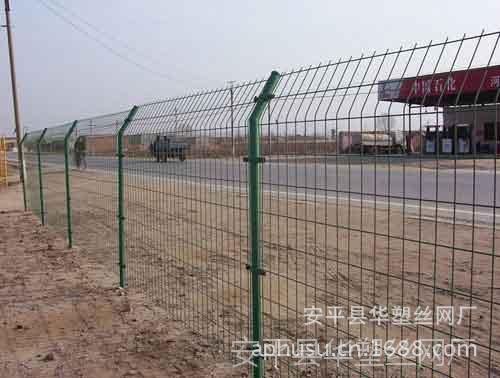 【现货供应】涂塑围栏、pvc护栏网、双边丝围栏、围墙网、护栏网