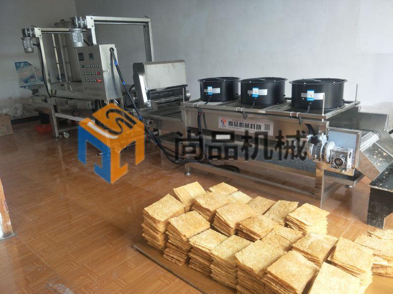 沧州煎饼果子油炸机 炸面皮生产线 薄脆电加热油炸机