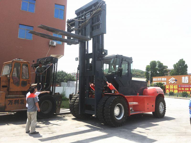 客户现场测试25吨重型叉车现场调试25吨28吨重型叉车