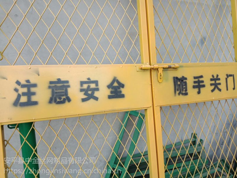 【中金护栏】专业施工电梯防护门生产厂家