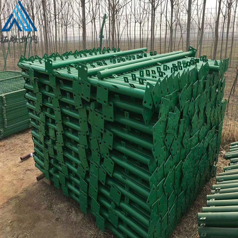 池塘河道铁丝围栏,水渠防护网