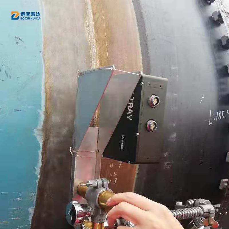 激光焊缝跟踪传感器对石油管道焊缝进行检测