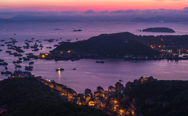 从白玉兰台州市府大道酒店出发,只需15分钟车程即可到达海门轮渡,搭船
