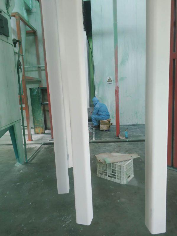 波形护栏板喷塑立柱生产现场