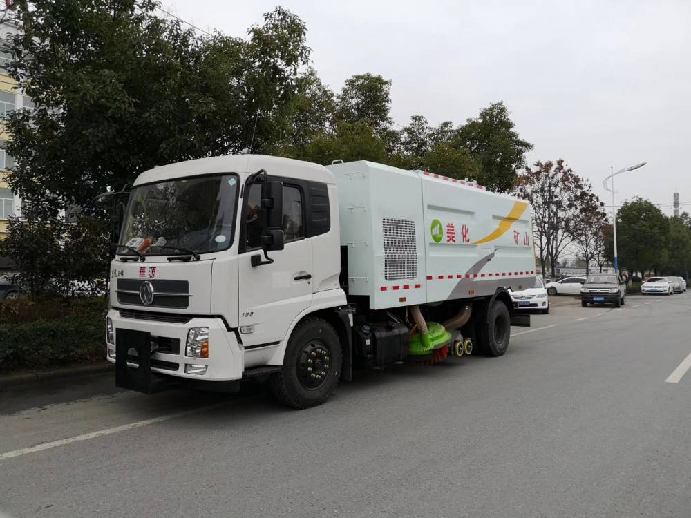 东风天锦干扫车作业视频