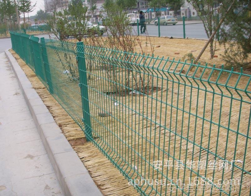 【现货供应】公路护栏网、高速公路护栏、公路隔离栅、公路隔离网
