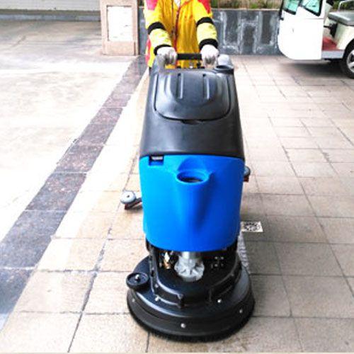 公园的保洁也可以交给全自动洗地机来解决了