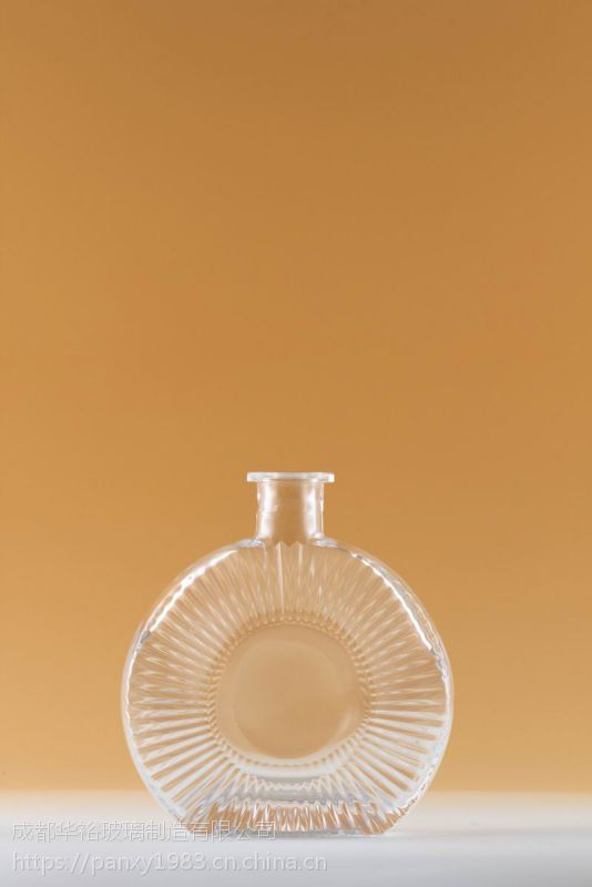 晶质料玻璃厂定制生产酒瓶饮料瓶可蒙砂喷漆烤标印logo