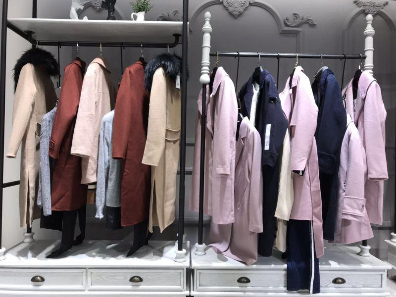 山水雨稞高端时尚风衣大衣广州女装品牌折扣一手货源走份批发