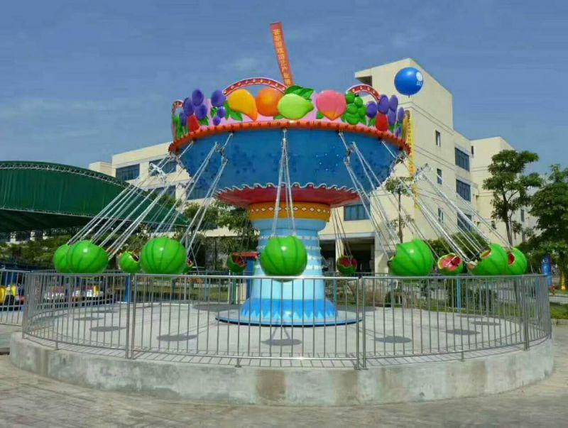 游乐园造型新颖人气旺西瓜飞椅
