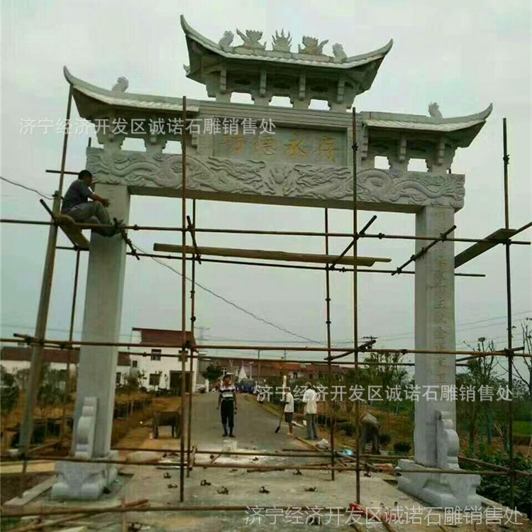 厂家专业生产设计五莲红三门石雕牌坊雕刻 天青石山门牌楼