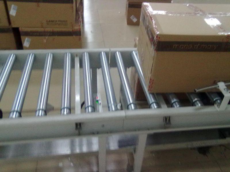 重庆伸缩辊筒输送机 厂家直销纸箱动力辊筒输送机