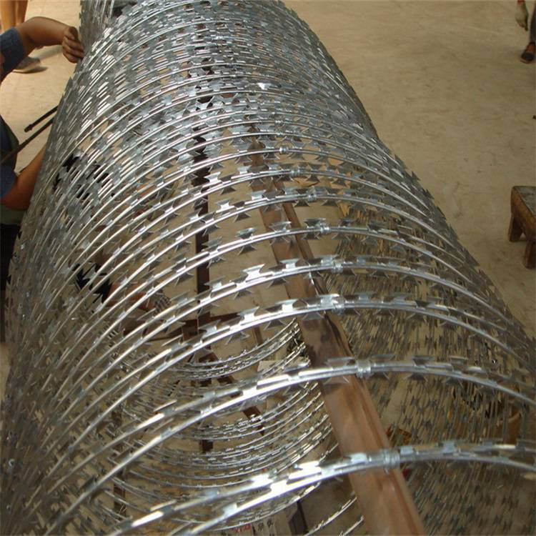艾瑞江苏公路 铁路 边防 护栏网 刺绳 刀片刺绳防护网