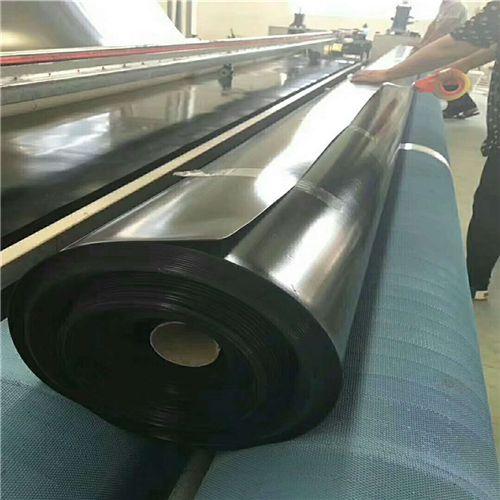1.0mm厚HDPE土工膜厂家生产中