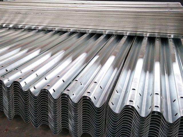 安平县高速护栏板 防撞护栏板厂家 高速防撞护栏板生产厂家
