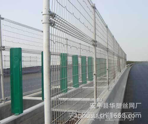 【华塑丝网厂】涂塑网、公路护栏网、双圈公路护栏、公路围栏