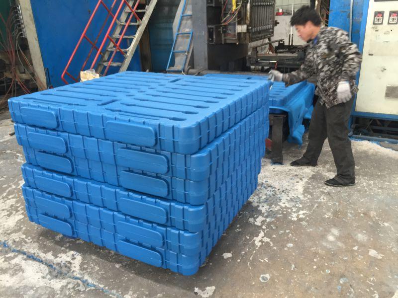 吹塑塑料托盘生产厂家生产过程