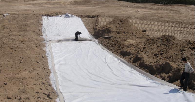 土工布鋪設現場
