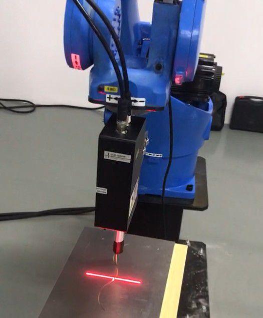 博智慧达激光焊缝跟踪传感器配合机器人焊缝跟踪