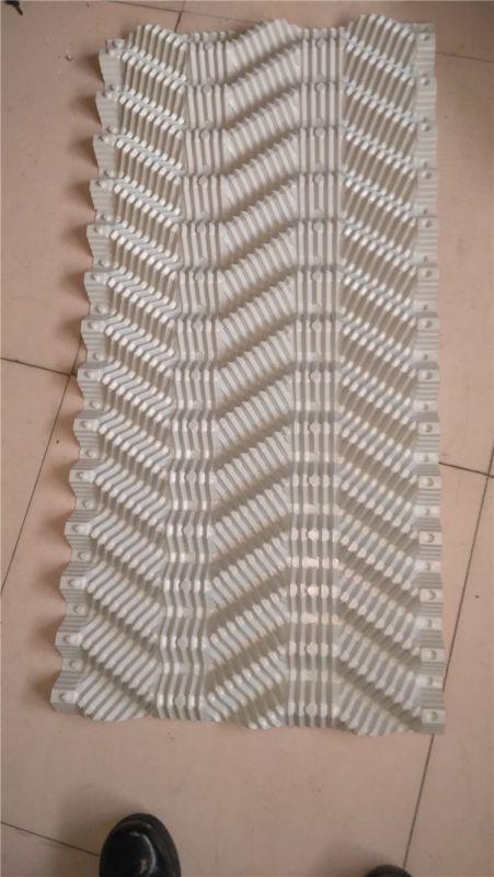 白色PVC材质S波填料生产中