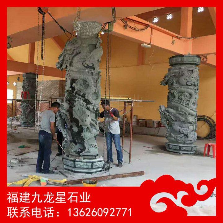 马来西亚灵应殿正在安装石雕龙柱 (青石龙柱)