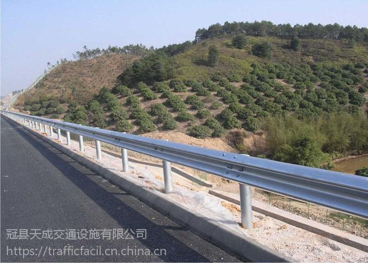 青海海东公路波形梁护栏 热镀锌二波波形护栏板 路侧防撞护栏