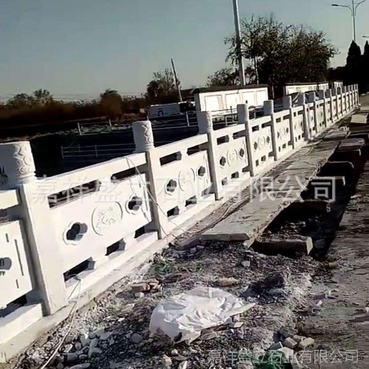 专业石材厂家供应精雕汉白玉石栏杆 镂空桥梁石头护栏板