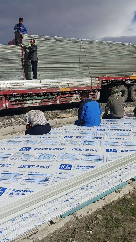 西藏第二批8MM阳光板1.5万多平到货现场