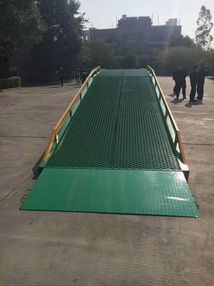 佛山大沥货柜卸车用的10T移动式登车桥 生产厂家