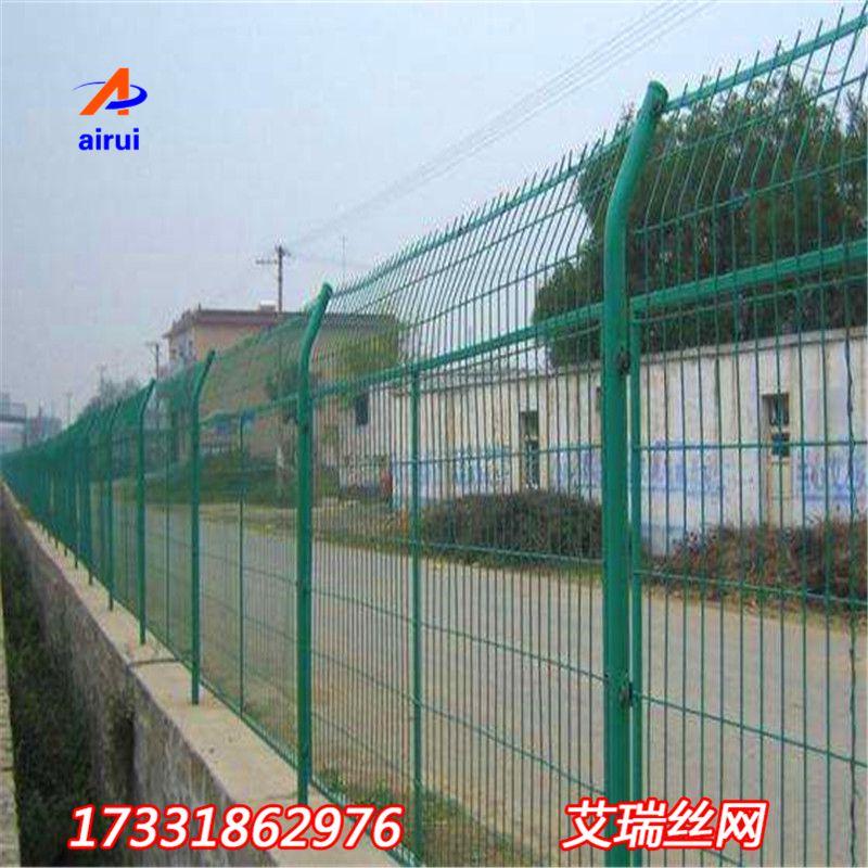 浸塑公路护栏网-高速公路护栏网价格