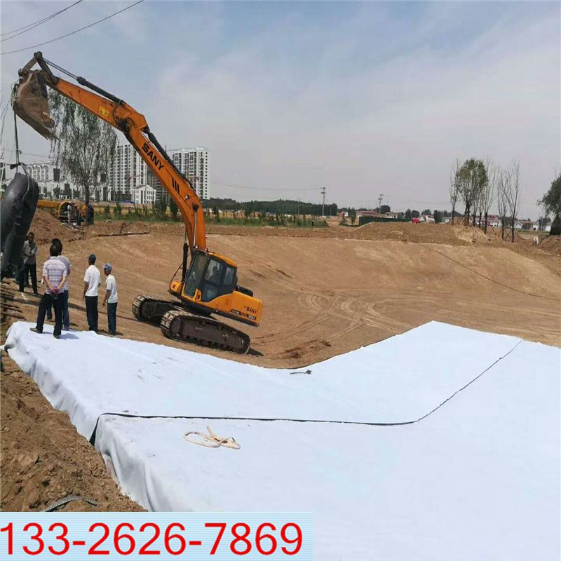 河道治理复合土工膜防渗铺设