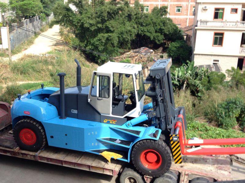全新国产32吨35吨重型叉车35吨柴油出口海外装车实拍
