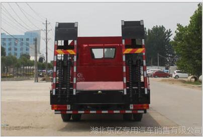 解放J6前四后八平板运输车 大型挖机平板拖车湖北程力专用汽车厂