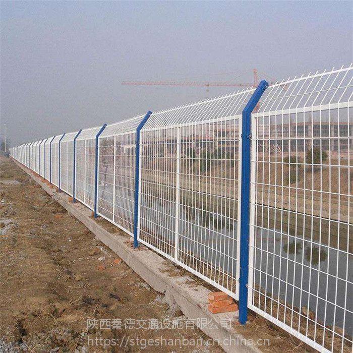 西安双边丝护栏网现货 圈地围栏网 工地临时围挡护栏网