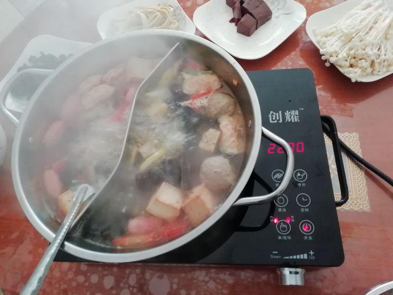 创耀电陶炉吃火锅效果很好 鸳鸯锅
