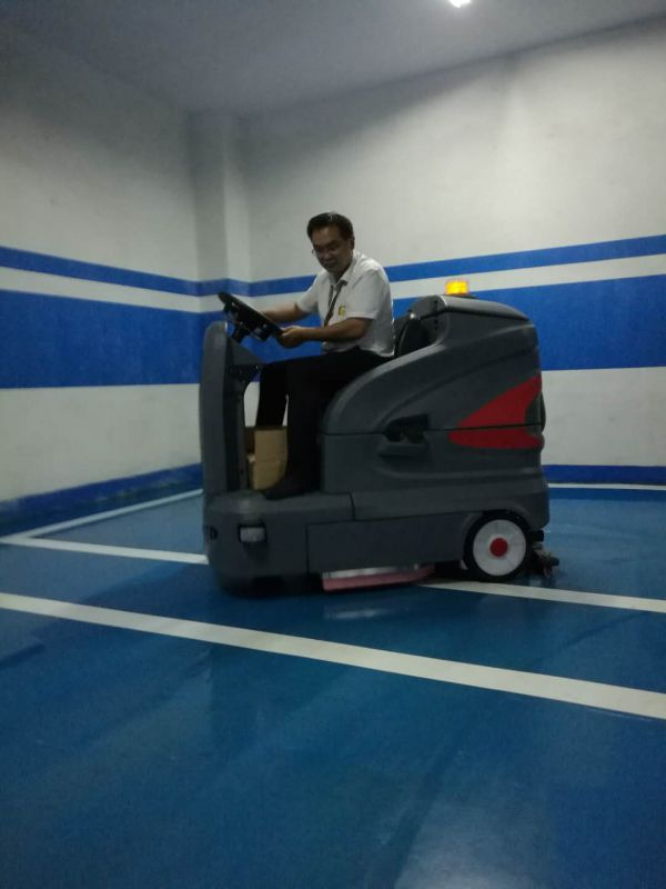 高美驾驶式洗地机物业小区车库清洗好助手效果好效率高