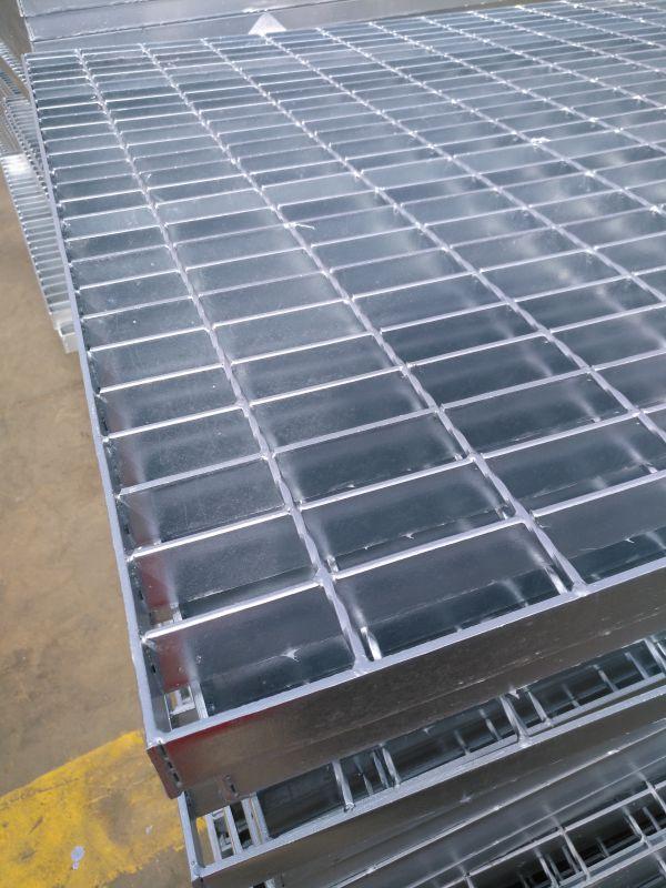 镀锌钢格板厂家大量生产多种规格热镀锌钢格板规格齐全