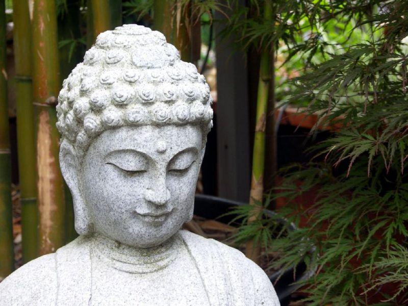 惠安和之工厂加工雕刻石雕五方佛现场