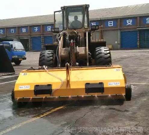 路面养护机械装载机配推雪铲 路面扫路机用装载机改装 封闭清扫器