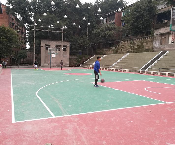 北碚水土么单位职工篮球场施工完成,待划线