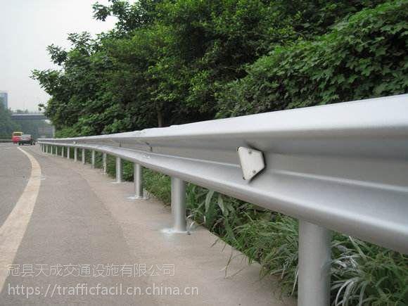 湖北云梦高速公路波形梁护栏 热镀锌二波波形护栏板 路侧防撞护栏