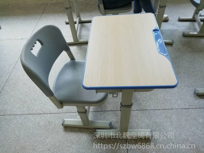 惠州课桌椅厂家价格是多少?
