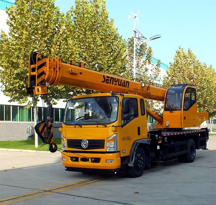 东风底盘8吨汽车起重机 ,8吨5节臂吊车