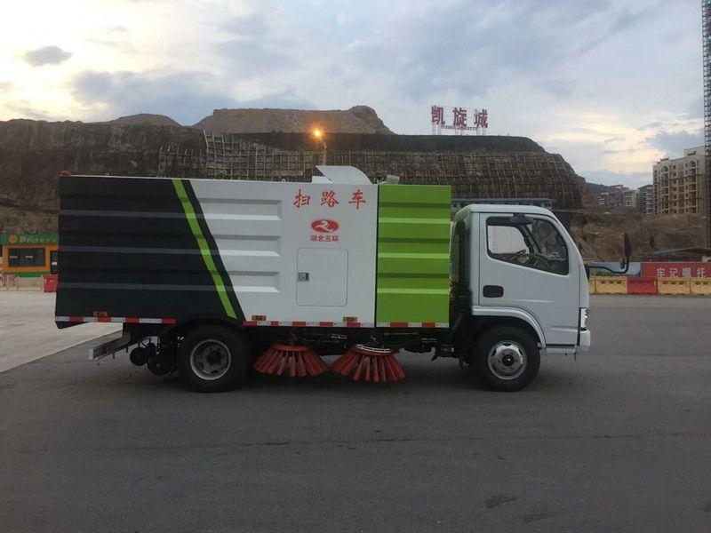 福瑞卡云内煤矿道路清扫车哪家好 ,便宜的道路扫路车,环卫部门专用扫路车图片