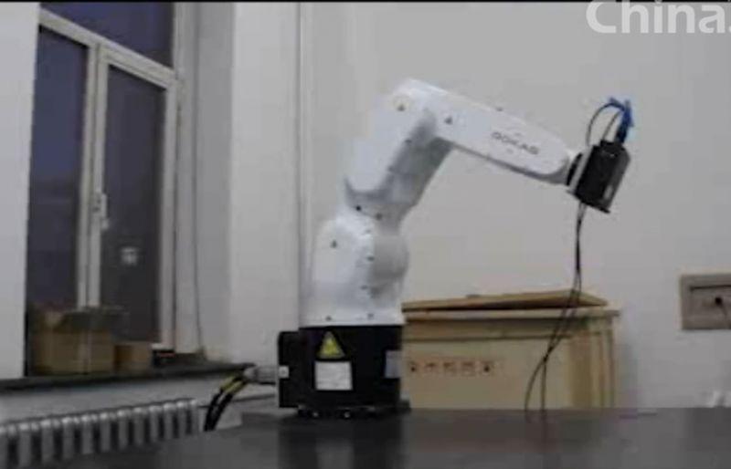 机械手臂配合激光轮廓扫描传感器对物件进行扫描检测